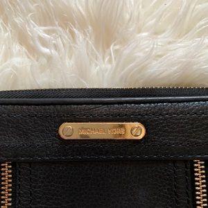 Michael Kors zippper wallet